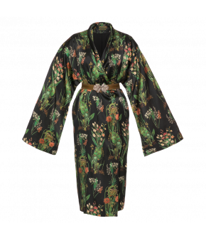 Striking Kimono dress with a shawl collar, concealed side pockets and an elasticated waistbelt with a floral clasp. Made of silk and featuring long, very wide sleeves and a beautiful pattern with flowers and leaves. Button fastening at the side waist. Com