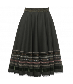 Flowing flared skirt featuring ribbon embellishment with velvet and flower-patterned ribbons. With a side zip fastening and concealed side pockets.