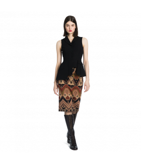 Classic highwaisted pencil skirt with a slit at the back. Made from a jacquard fabric featuring an exclusive Lena Hoschek design inspired by Native American patterns in an earthy palette of shades. Fastens at the back with a metal button and zip.