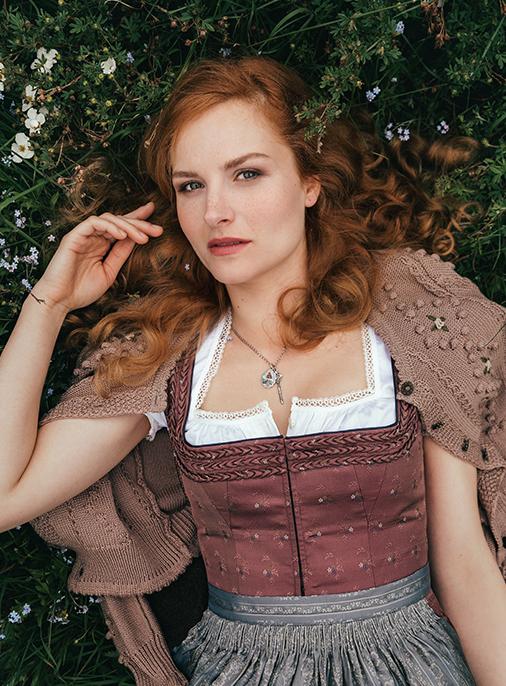Katalog - Lena Hoschek - AW18/19 - Tradition - Bild -1