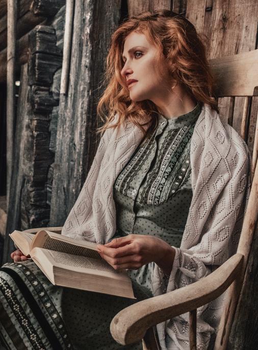 Katalog - Lena Hoschek - AW19/20 - Tradition - Bild -10-11