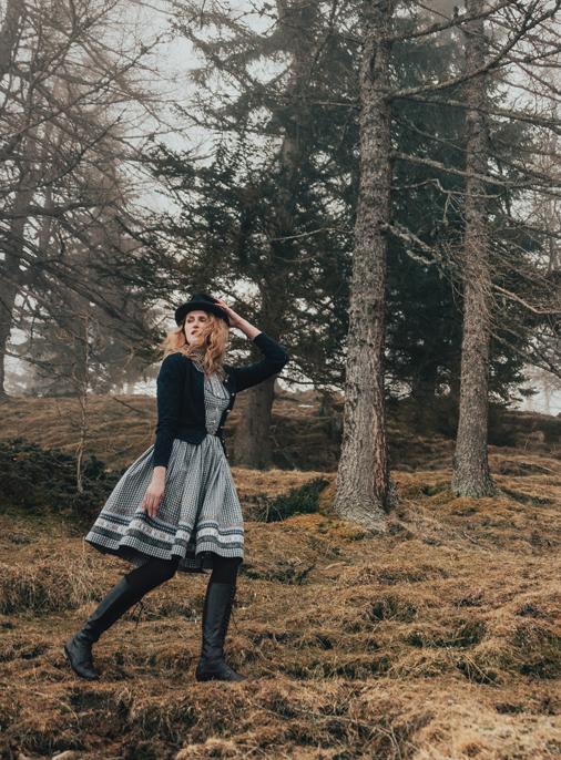 Katalog - Lena Hoschek - AW19/20 - Tradition - Bild -30-31