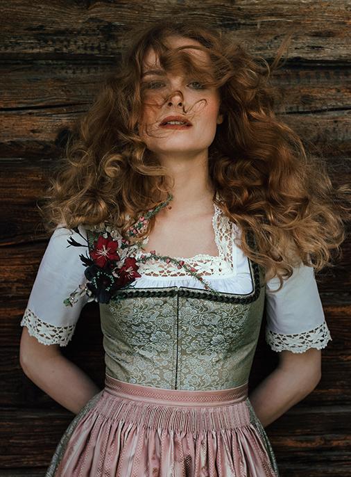 Katalog - Lena Hoschek - AW18/19 - Tradition - Bild -9